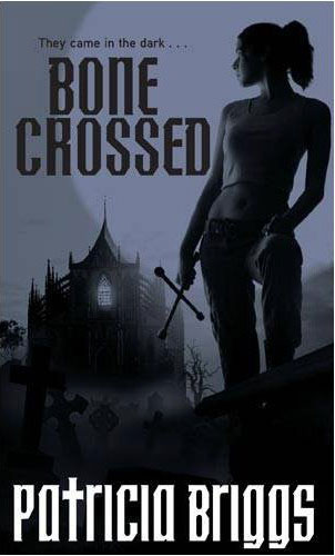 http://www.vampires-sorcieres.fr/images/upload/livres/zoom/MT_04_bone_crossed.jpg